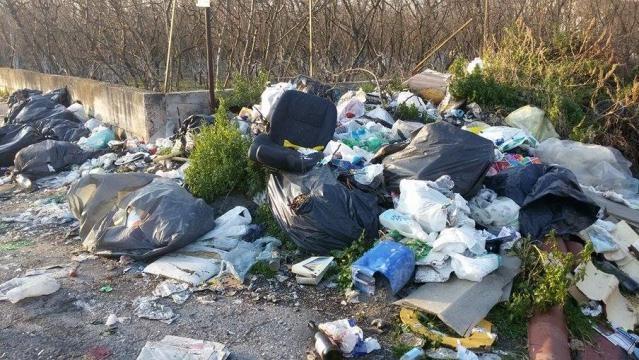 Discarica a cielo aperto nel Comune di Saviano nel napoletano. Emergenza rifiuti.