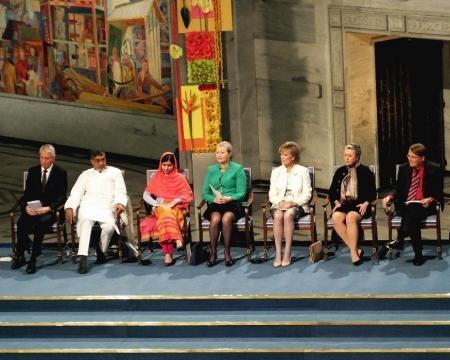 La Premio Nobel de la Paz, ahora de 19 años, junto a líderes