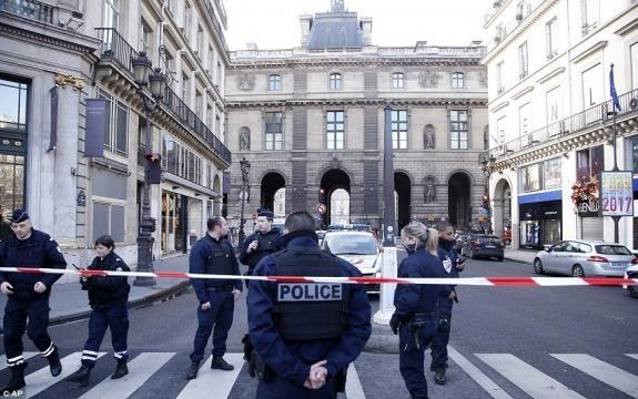 France: Muslim shout Allahu-Akhbar and storm the Louvre museum ... - wordpress.com