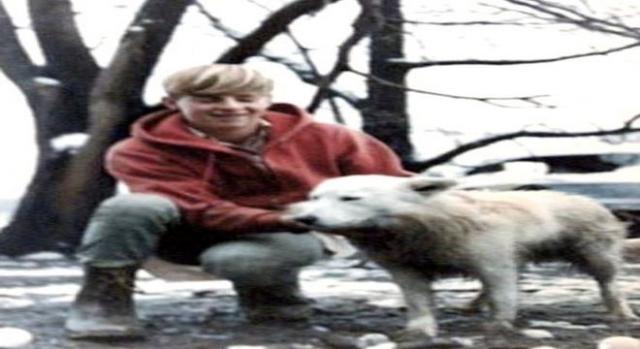 Ron e o cachorro foram os primeiros a ver o ovni (Express)