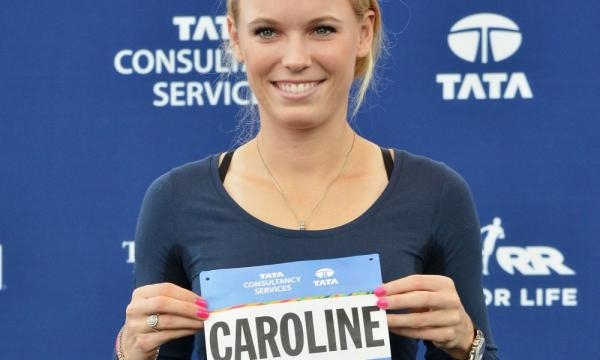 Marathon runner - Caroline Wozniacki barely breaks into a sweat as she strolls past Radwanska - Picture by usatoday.com