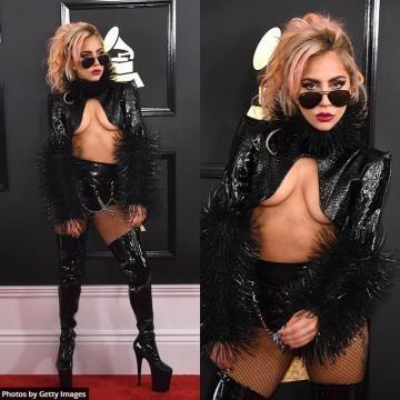 Lady Gaga, extremamente sensual em um look rockeiro