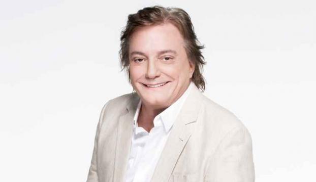 Fábio Júnior se veste de branco em comercial de terror e comédia
