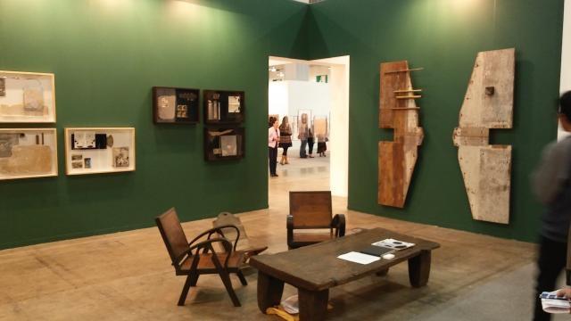 El arte contemporáneo se distingue del diseño en una sección más utilitaria.