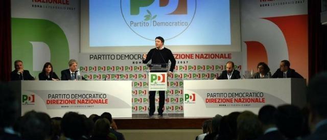Matteo Renzi parla dal palco dell'ultima Direzione Nazionale