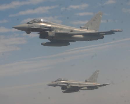 Pareja de Eurofighter en misión de escolta.