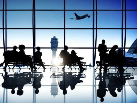 Cada vez más, en las salas de salida de los aeropuertos de España se ven personas que se benefician del retorno voluntario.