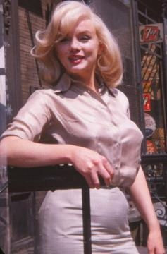 Monroe flashed her signature smile in the photographs taken while she filmed The Misfits