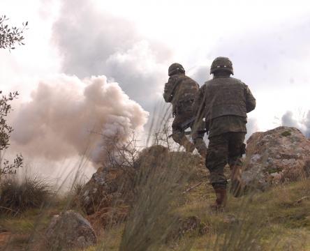 El humo indica la brecha. Al ataque a ese punto.