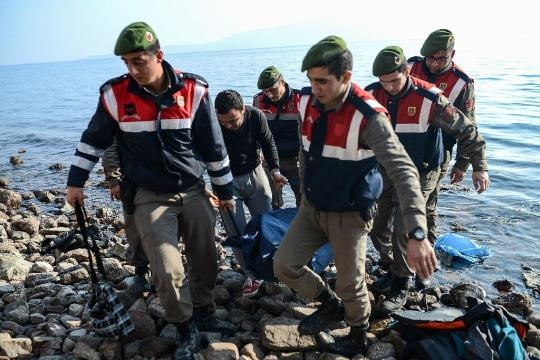 At least 37 dead, including children, as migrant boat sinks off Turkey - yahoo.com