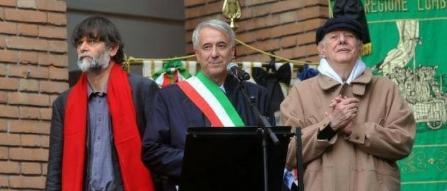 L'ex sindaco di Milano Pisapia con Jacopo e Dario Fo