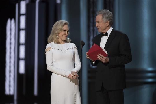 Epic Oscars flub: What went wrong - Honolulu, Hawaii news, sports ... - kitv.com