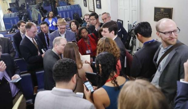 White House bars major news outlets from informal briefing - SFGate - sfgate.com