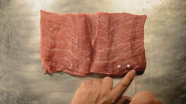 Livro de carne é uma das obras mais populares de Artur Barrio