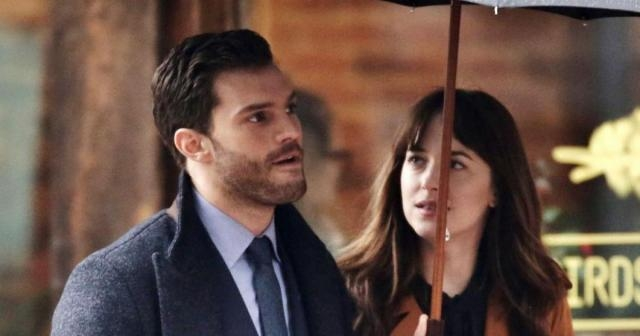 Fifty Shades Darker : Ana and Christian go in for the kiss - fifty ... - melty.com
