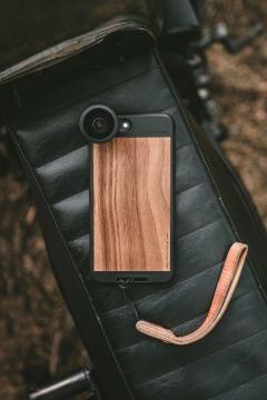 Las carcasas de Moment para iPhone permiten montar el lente.