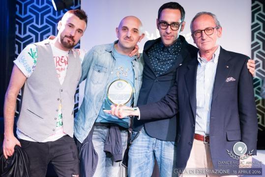 MIGLIOR INDEPENDENT LABEL 2015 – D:VISION RECORDS Ritirano il premio: Dario Raimondi Cominesi, Matteo Esse