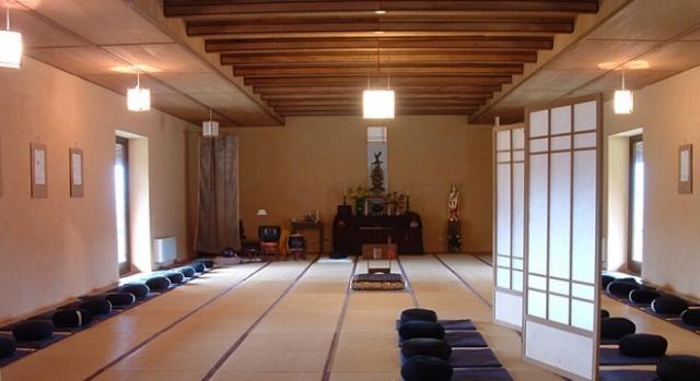 Una panoramica della sala da meditazione di Sanbo-ji.