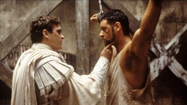 Reduzido a um escravo, Máximo ascende através das lutas de gladiadores para vingar a morte de sua família e do antigo imperador