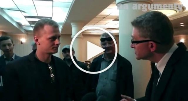 Grzegorz Braun masakruje słownie dziennikarza TVN