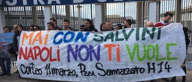 Napoli, cortei e slogan contro Matteo Salvini