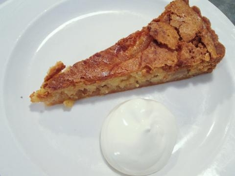 Pear and almond tart, tarta de pera y almendra, uno de los tres postres actuales del restaurante
