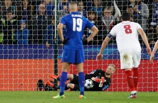 El portero danés fue la figura de toda la llave con dos penales parados. TheSun.com