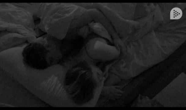 #vipDirecto #GHVIP5 Alyson y Antonio se besan y duerme abrazados