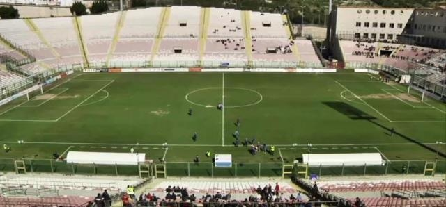 Lo stadio San Filippo-Franco Scoglio di Messina a pochi minuti dal fischio iniziale.
