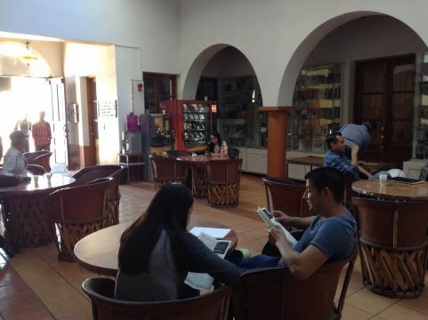 En el Instituto Sonorense de la Historia hay exposiciones y libros.