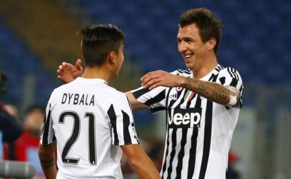 Paulo Dybala Mario Manzukich Juventus