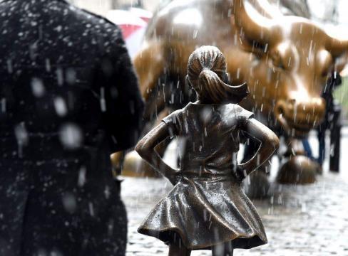 Petición para mantener estatua de una niña frente al toro de Wall ... - elheraldo.hn
