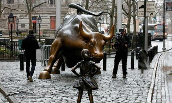 Piden con firmas mantener escultura de niña que desafía a toro de ... - com.ni