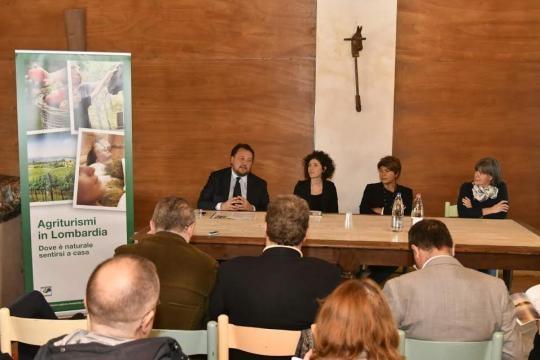 Assessore Regione Lombardia all'Agricoltura Gianni Fava presenta la Guida degli Agriturismi lombardi