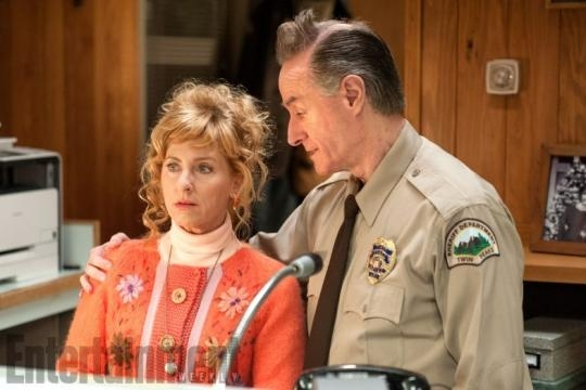 Kimmy Robertson and Harry Goaz share a moment as Lucy Moran and Andy Brennan. / Photo via Enterainment Weekly
