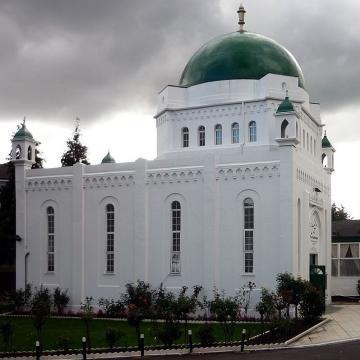 The Fazl Mosque, the home of the Ahmadiyya Muslim Community / Ceddyfresse, Wikimedia Commons CC0 Public Domain