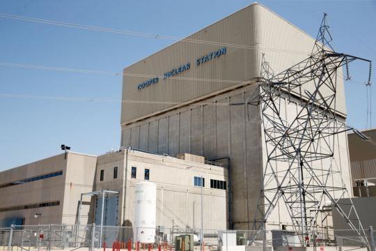 Sopra, la 'Cooper Nuclear Station'.