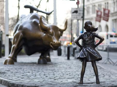Fearless Girl extends NYC stay into 2018 - flapship