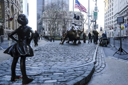 The 'Fearless Girl' Statue Will Stay on Wall Street Until 2018 ... - glamour