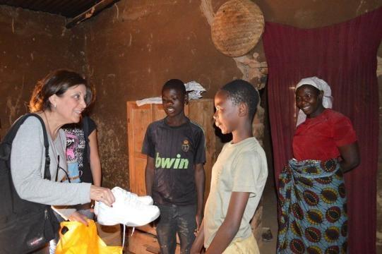 Volontariato in Africa, Margherita La Rocca Ruvolo tra in giovani in Tanzania