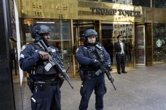 Public cost of protecting Trump pads his bottom line how much / Photo by sandiegouniontribune.com via Blasting News library