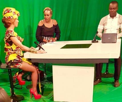 L'artiste lors d'un passage à la télévision nationale du Cameroun