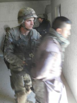 Detención de un insurgente sospechoso en un ejercicio.