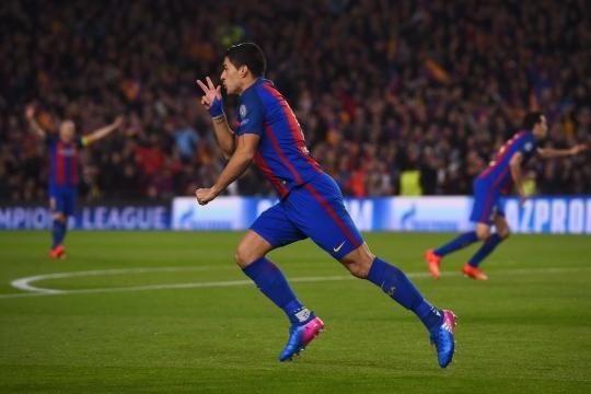 Luisito comemorando seu gol na partida.