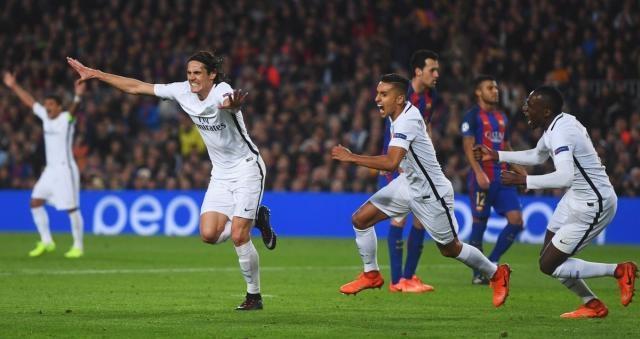 PSG radiante comemorando o gol de Cavani na partida.