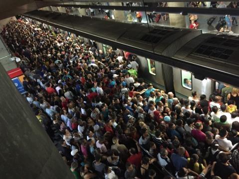 Com 3% a mais de passageiros, panes no metrô de SP crescem 27 ... - com.br