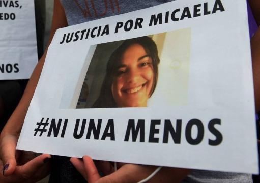 Carteles exigiendo justicia por Micaela