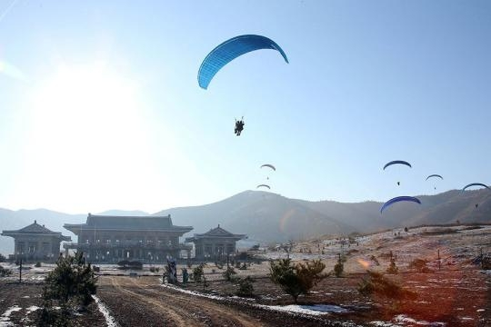 North Korea commandos parachuting