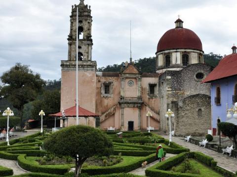 Vista de la parroquia de Mineral del Chico.