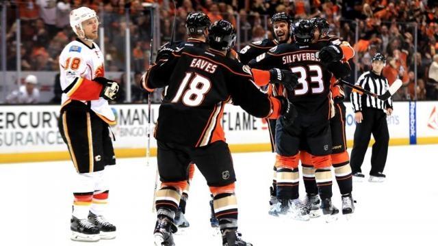 Los Ducks pudieron ganar en el 3er periodo con el gol de su capitán Ryan Getzlaf. NHL.com.